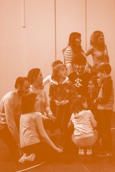 Talleres - Desplegándose - Movimiento, juego, expresión ,danza y familia.